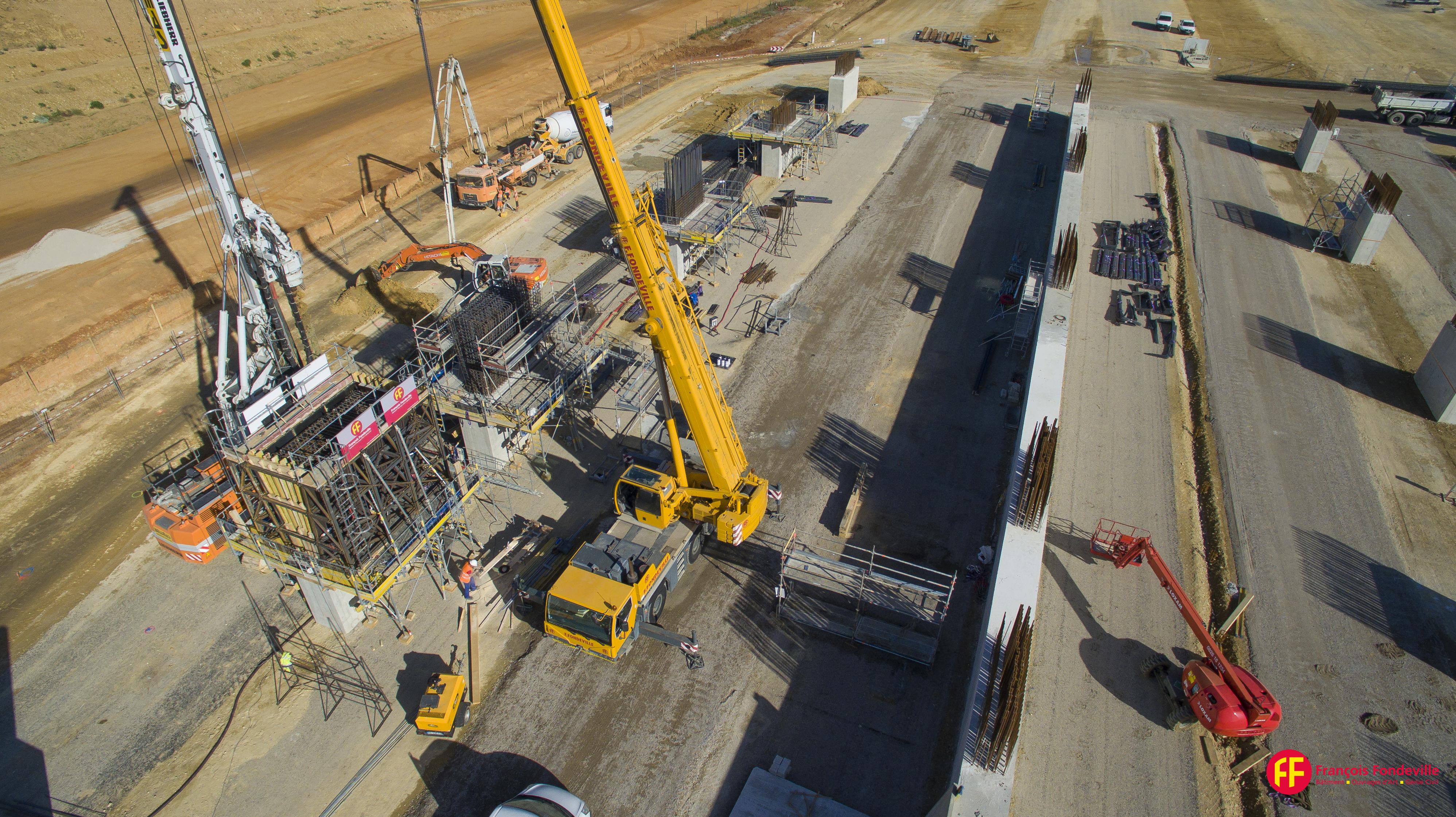 Reportage photo de suivi de chantier. Dronestudio, société spécialisé en prise de vue aérienne par drone vous présente sa page dédiée à la photo aérienne de suivi de chantier. Photographie aérienne du chantier de la nouvelle gare de Montpellier. © Dronestudio