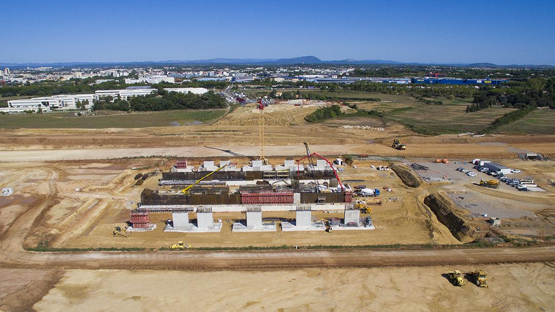 Dronestudio, société spécialisé en prise de vue aérienne par drone vous présente sa page dédiée à la photo aérienne de suivi de chantier. Photographie aérienne par drone de la future Gare de Montpellier. Prise de vue aérienne © Dronestudio